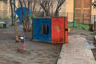 Napoli, vandalizzato il parco giochi per i bimbi nel monastero di Santa Chiara