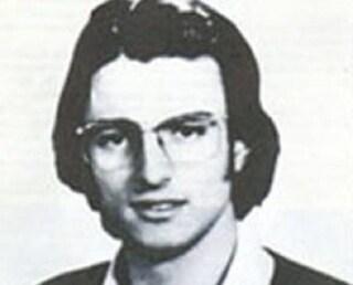 Vincenzo De Waure, lo studente antifascista accoltellato e dato alle fiamme a Fuorigrotta