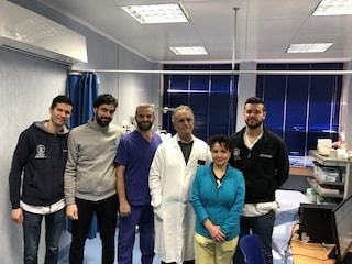 Dal Canada a Napoli per operarsi al Policlinico, ora sta bene: 'Wonderful dottore'