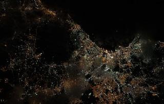 Napoli è bellissima anche di notte: l'emozionante foto dallo spazio di Luca Parmitano