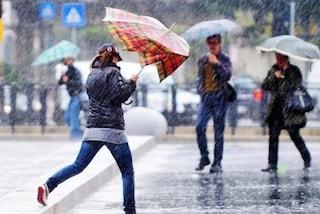 Allerta meteo: a Napoli oggi scuole chiuse ma c'è il sole. De Magistris difende la decisione