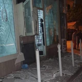 Afragola, esplode bomba carta all'ingresso di un negozio di abbigliamento: nessun ferito