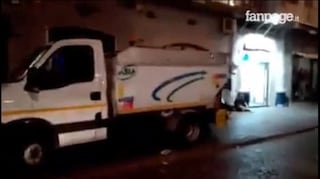 Coronavirus Napoli, contagiato in Asìa: 32 spazzini sui 120 in quarantena tornano a lavoro