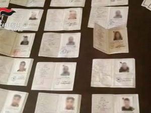 Pomigliano in casa decine di carte di identit for Acquisti online casa