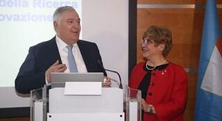 Coronavirus, a Napoli premiata la dottoressa che ha isolato il virus