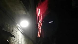 Incendio a Giugliano, appartamento in fiamme: malore per due donne in strada