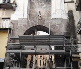 Napoli, iniziato il restauro di Porta San Gennaro, la più antica della città