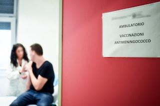 Meningite alla scuola Piscicelli, maestra in condizioni preoccupanti. Profilassi per i bambini
