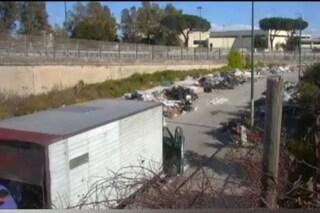 Ponticelli, discarica abusiva vicino alla scuola: i rifiuti arrivavano da Marcianise