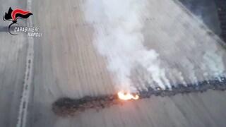 Incendi nelle campagne coltivate: così si avvelena frutta e verdura. Blitz dei carabinieri