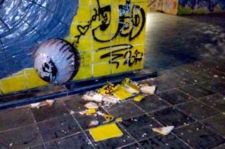 Napoli, vandali nella stazione metro di Salvator Rosa danneggiano il 'Vesevo' di Cucchi
