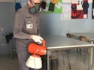 Interventi di sanificazione in corso negli istituti di Qualiano.