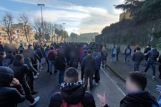 'Assediati da roghi e vandali nella nostra scuola', protestano gli studenti di Scampia