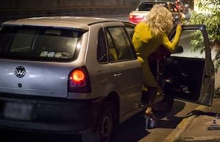 Coronavirus Napoli: oltre 800 denunciati. Pure una coppietta trovata a far sesso in auto