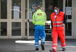 Muore al Cardarelli di Napoli, i parenti tentano di sfondare le porte e picchiare i medici