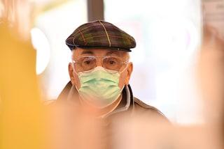 Tutti vogliono la mascherina anti-Coronavirus. Chi non ce l'ha non entra in alcuni supermercati