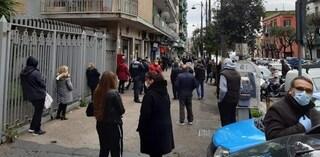 Pagamento pensioni alle Poste: a Napoli inferno, altro che distanza per Coronavirus