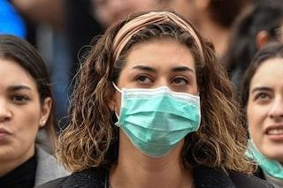 Campania, addio mascherina obbligatoria in strada dal 15 giugno se i contagi non aumenteranno