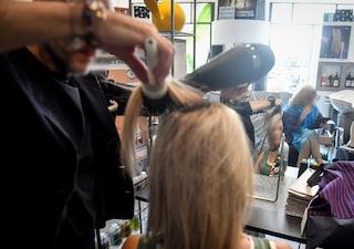 Campania zona arancione, riaprono parrucchieri e centri estetici: elenco dei negozi aperti