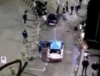Coronavirus Ercolano, c'è folla davanti alla Basilica, la Polizia caccia via tutti