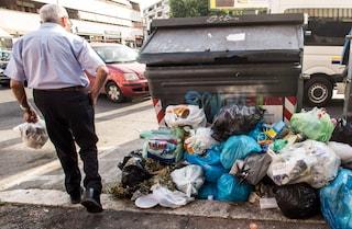 Coronavirus, a Torre del Greco multe a chi gira in strada per buttare l'immondizia