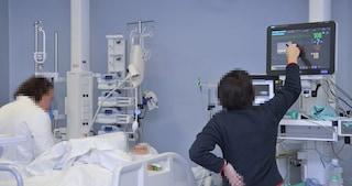 """Si svuota il Covid Center di Avellino. Merito dei vaccini. I medici: """"Non abbassate la guardia"""""""