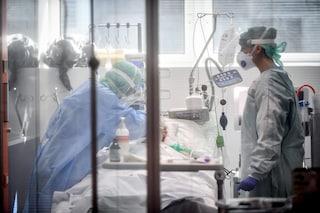 """Rivolta dei medici contro De Luca: """"Farabutti? Basta insulti, noi siamo in prima linea"""""""