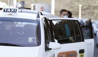 Coronavirus Napoli, taxi gratis per medici e infermieri del Cotugno