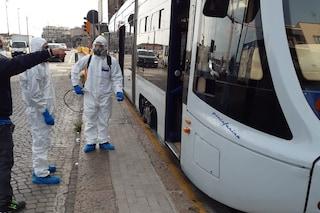 Coronavirus Napoli, passeggero con crisi respiratoria sviene sul tram: isolato il mezzo