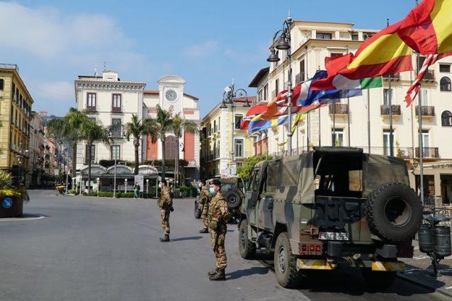 L'esercito in strada a Sorrento