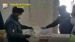 Producevano migliaia di mascherine non sterili: sequestrata fabbrica nel napoletano