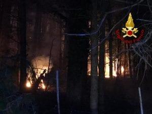 L'incendio scoppiato nei boschi del Terminio a Serino.