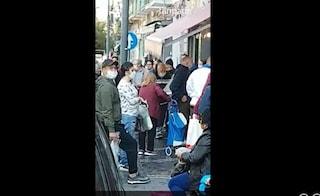 A Napoli il Coronavirus non fa più paura: migliaia in strada per comprare il pesce