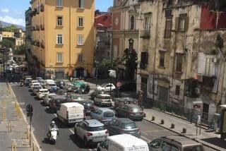 A Napoli con la fase 2 tornano traffico e cantieri: code in via Salvator Rosa e via Marina