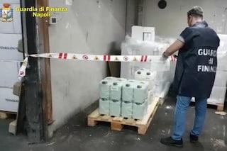 Cercola, producevano detersivi spacciandoli per disinfettanti: sequestrati dalla Finanza