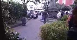 Accoltellato in piazza Bellini: fermato un 34enne, l'aggressione per una ragazza