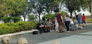 """Pozzuoli, folla sul lungomare. Il sindaco Figliolia: """"Nel weekend chiudo tutto"""""""