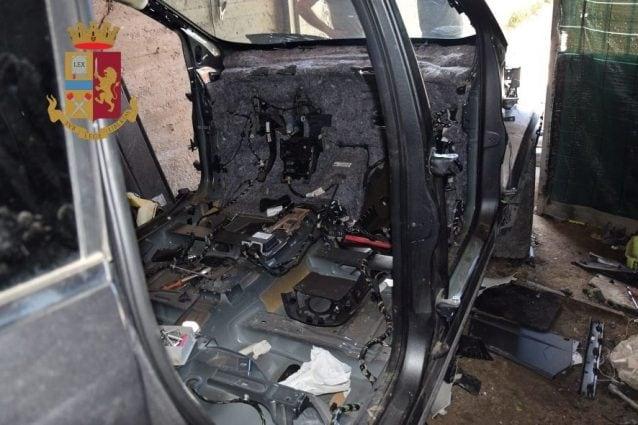 Striano, la Polizia segue il gps dell'antifurto e scopre deposito di auto rubate