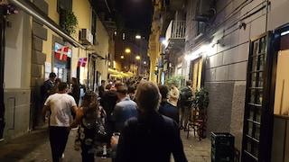 Covid Campania, ristoranti e bar chiusi alle 23: i gestori scendono in piazza contro l'ordinanza