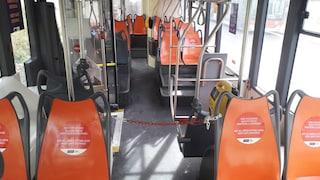 Mascherina sempre, niente contatti coi colleghi: le regole anti-Covid per gli autisti bus Anm a Napoli