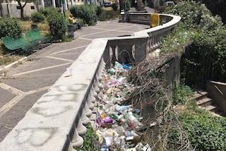 Vomero, i giardini Nino Taranto di via Aniello Falcone sono una discarica di rifiuti