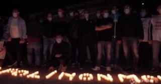 Flash mob degli operai Whirlpool di Napoli ad un anno dalla vertenza: 'La lotta continua'