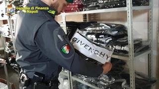 In Campania la centrale di vestiti falsi (spacciati per originali) che riforniva tutto il mondo