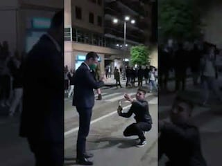 """Show del sindaco di Avellino Festa: coro con centinaia di ragazzi: """"Noi non siamo salernitani"""""""