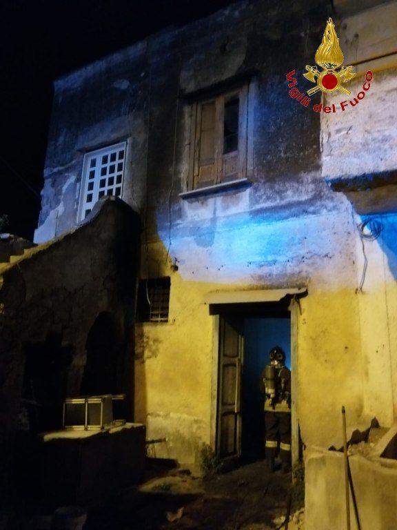 Incendio nella notte fiamme distruggono appartamento Sirignano Avellino)