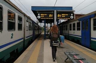 Sassi contro la metropolitana Linea 2 a Napoli, finestrino spaccato