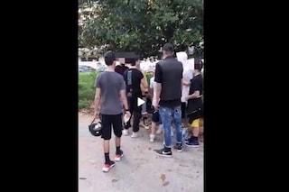 Napoli, violenza in Pineta ai Colli Aminei: ragazzo pestato dal branco a calci e schiaffi