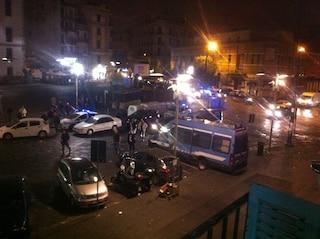 Napoli, padre e figlio feriti a coltellate in una rissa a Porta Capuana
