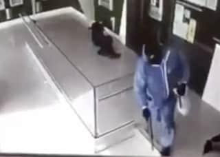 Aversa, assalto in banca col mitra con due feriti: arrestati i rapinatori
