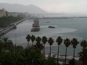 Chiazze marroni nel mare di Salerno: l'effetto cristallino dopo il lockdown è già finito